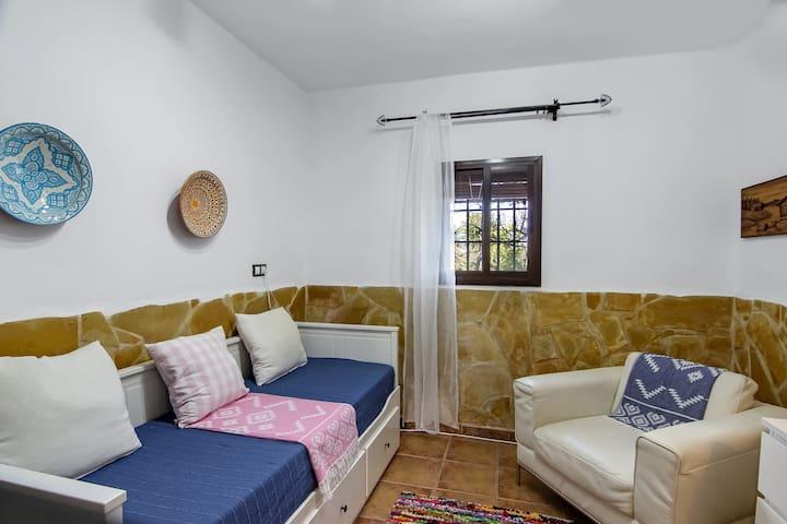 Downstairs bedroom with own bathroom - Dormitorio en planta baja con baño propio