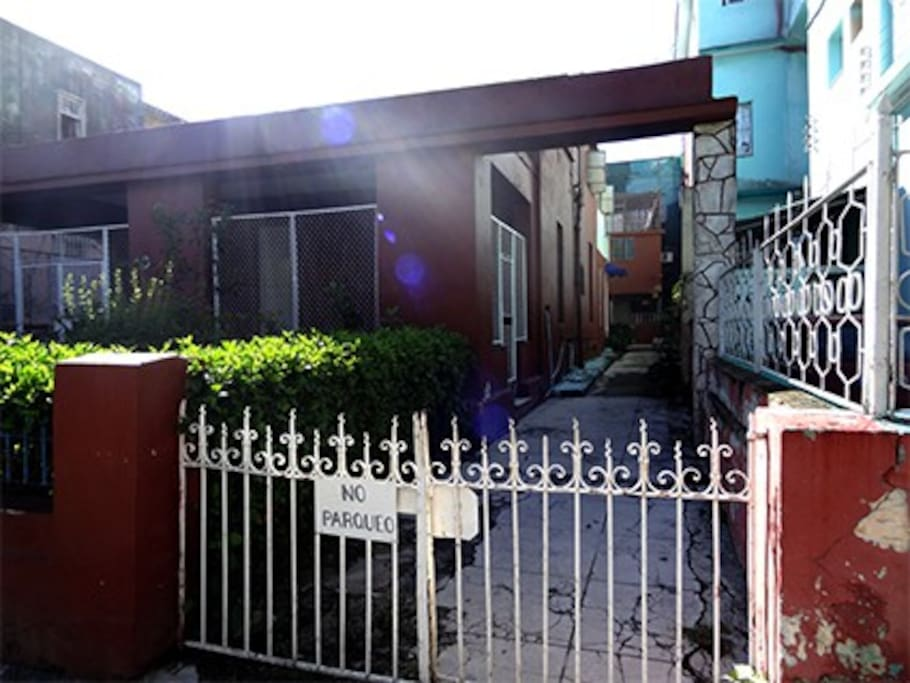 Entrada del departamento, Vedado, La Habana