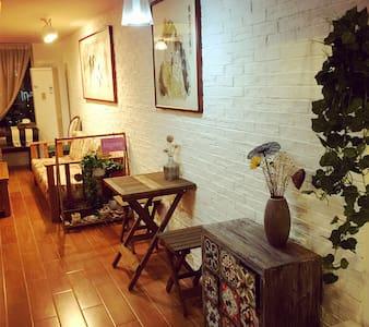 依依布舍 孔目湖地铁站 南昌西站昌北机场直达 LOFT精装公寓 - Nanchang