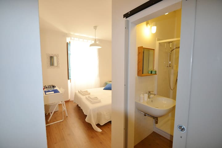 """Il Bandito Re"" Camera Doppia con Bagno - Nuoro - Bed & Breakfast"