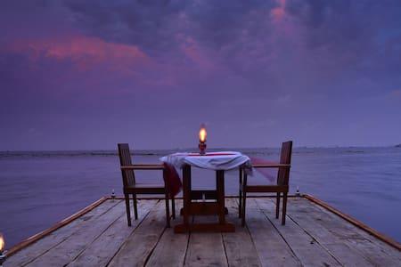 Elegant Lake View Villa facing Backwaters - Alappuzha