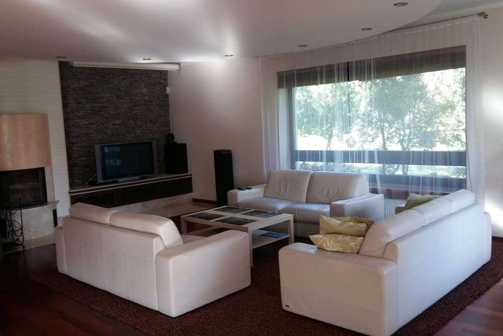 big living room with TV-SAT, radio, internet