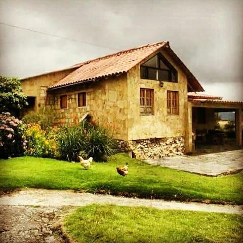 CASA COLONIAL EN LA CALERA - La Calera - Cottage