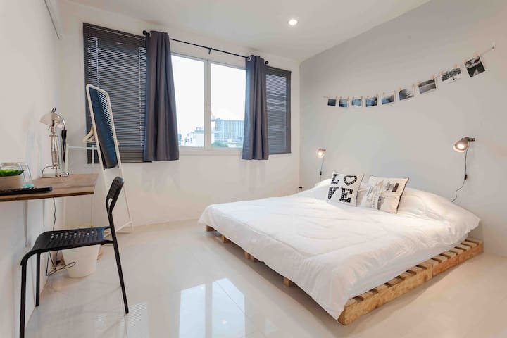 OvermoonBKK*2BR+2bath+kitchen-6 persons 500mMRT