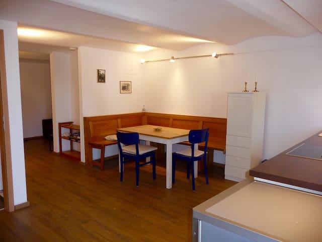 Gemütliche 2-Zimmer Wohnung für 4 mit Gewölbedecke - Rosenheim - Byt