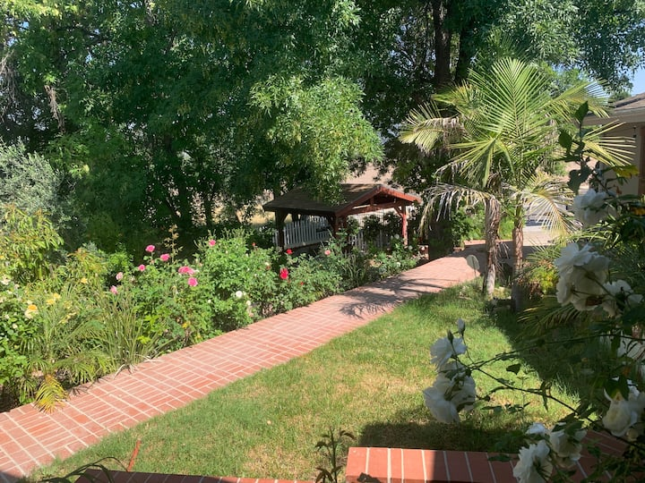 Entire Place 1 B/1B very New & Private Guest House