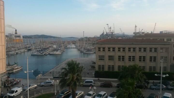 T2 de 50 m2 vue sur la mer au port de toulon