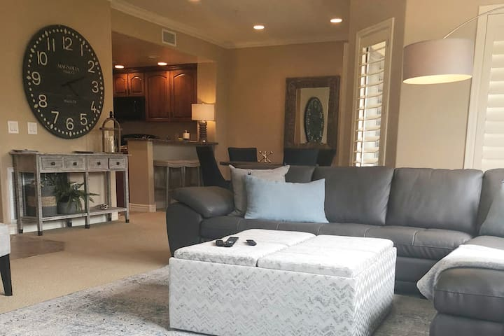 Sits on JW Golf course, Private 2BR/2B Resort feel
