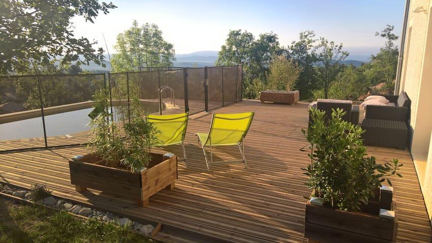 Maison étonnante piscine et vue panoramique - Chassiers - Rumah