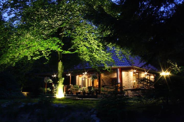 "10pers Landhuis ""Op de Heugte"" Norg - Norg - Casa de campo"