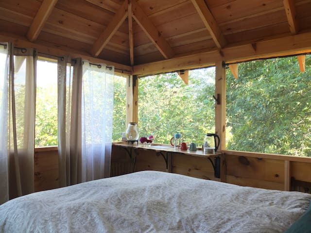 Relaxing Bedroom in the Trees! - Weaverville