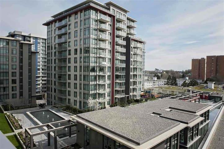 Richmond Center High Rise - Richmond - Apartment