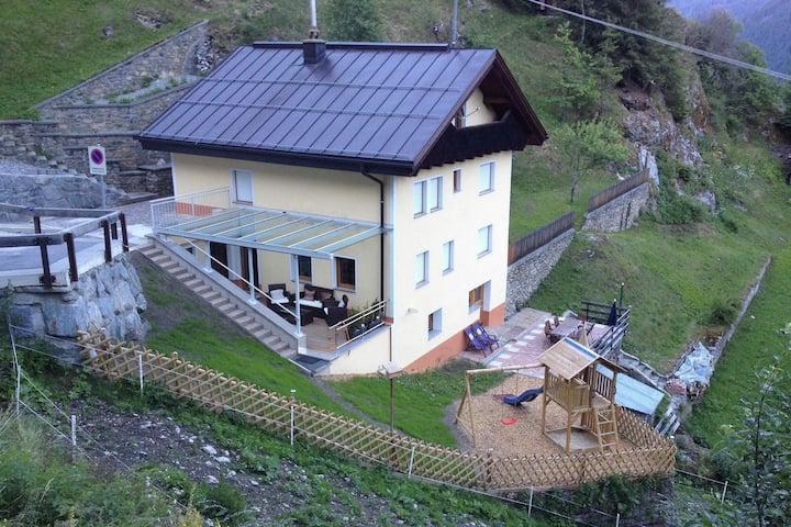 Casa vacanze moderna con terrazza a Kappl