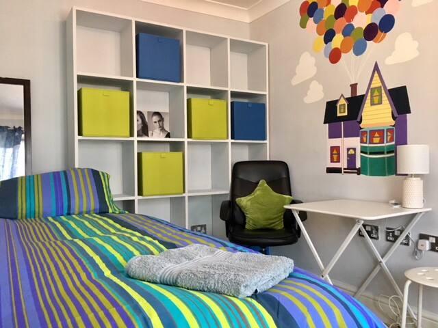 Cheerful single room @E17, 20 min Liverpool street