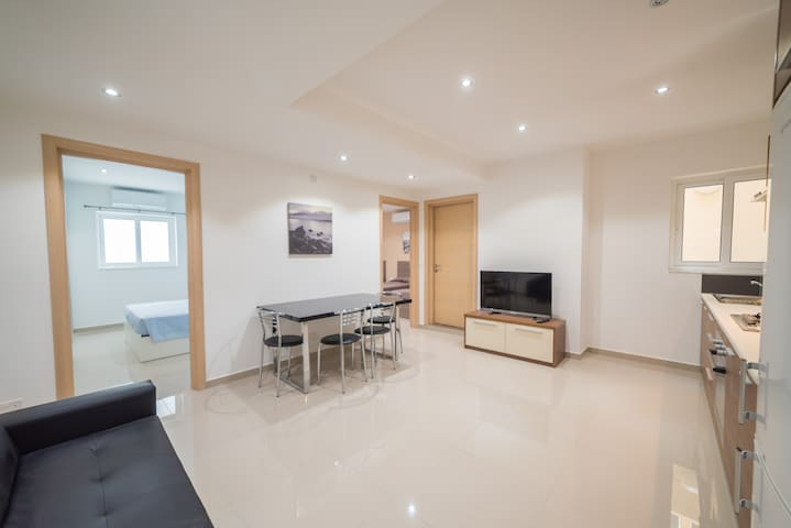 A modern central apartment + Outside space - Is-Swieqi - Pis