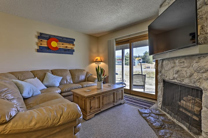 Eat, Sleep, Ski! Rustic Mtn Condo: WiFi,TV, HotTub