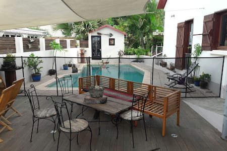 Un petit coin de paradis - La Riviere - Villa