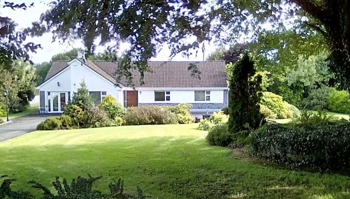 4 Bedroom Bungalow Ideal for Families and Friends