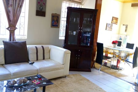 Private space and good location. - Kampala - House