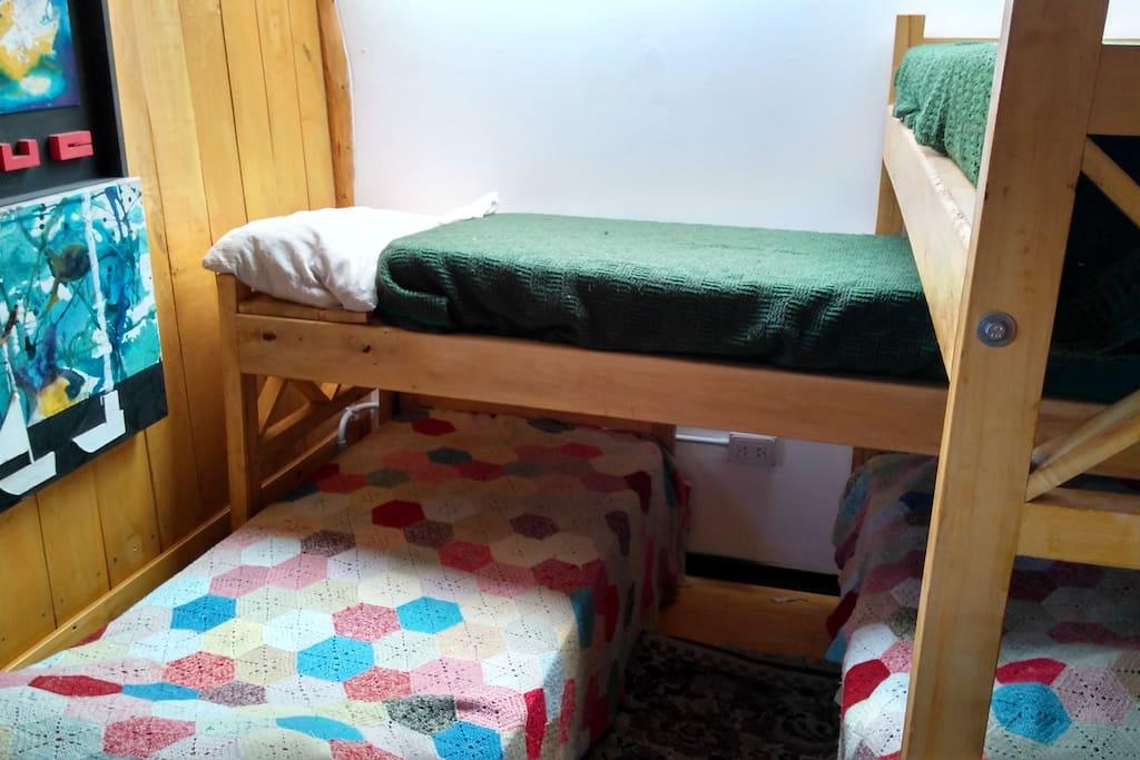 Habitación con camas compartidas.