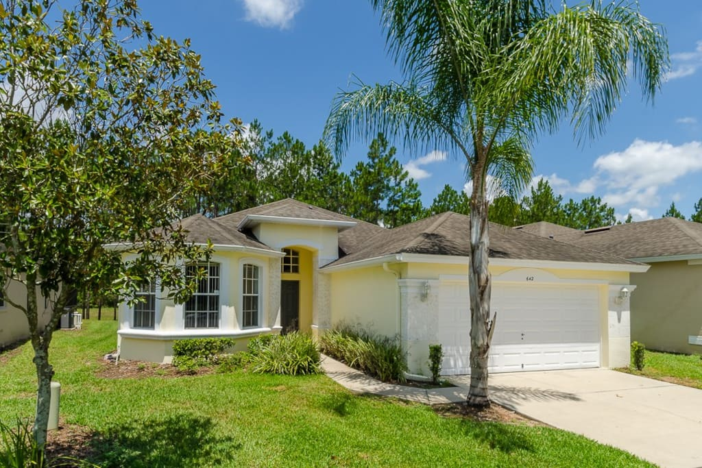 Situated in the Calabay Parc community of Davenport, Florida our villa is 10 minutes to Disney, shopping, golf and Orlando attractions