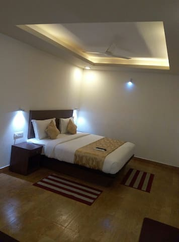 Stay at Munnar town with lower price
