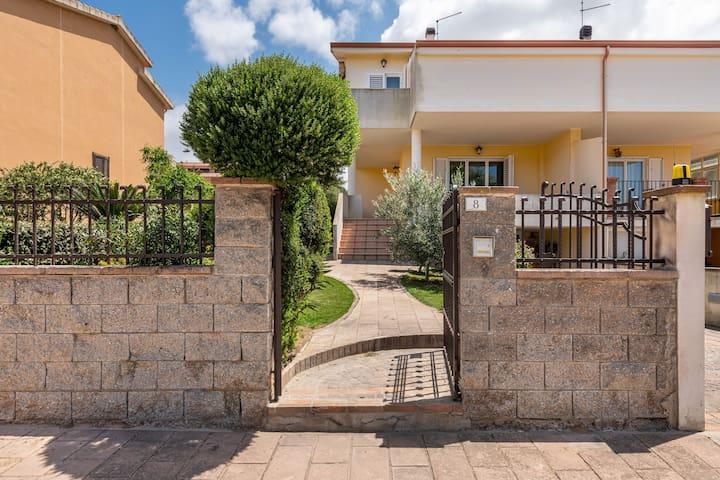 Appartamento La Sterlizia, in stile moderno, con giardino in comune, Wi-Fi e aria condizionata; parcheggio disponibile.