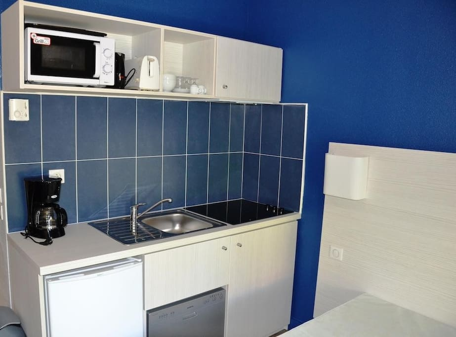 Make a delicious meal in the kitchenette.