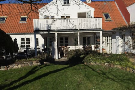 Charming rooms: Down town near Beach and Kronborg - Helsingør
