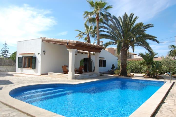Palm House – renoviertes Ferienhaus mit Pool