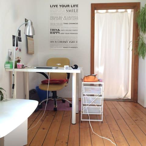 Schreibtisch (desk)