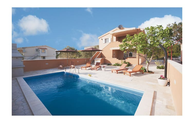 Holiday apartment with 2 bedrooms on 35m² in Vir