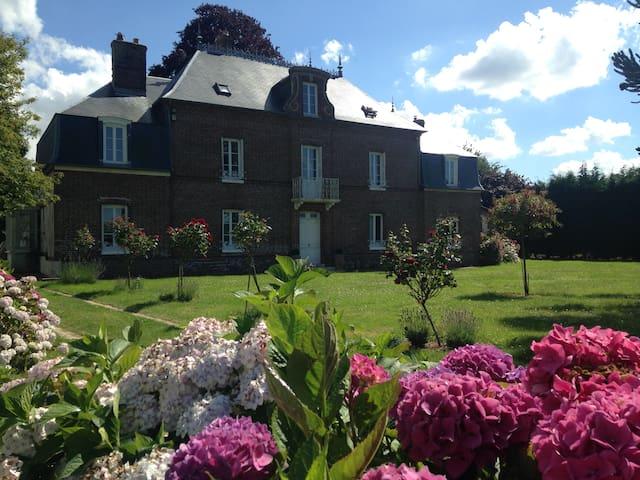 Normandie proche golf -1h15 Paris Maison de maître - La Haye-du-Theil - Casa