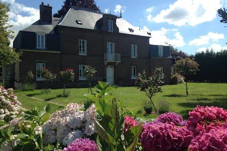 Normandie proche golf -1h15 Paris Maison de maître - La Haye-du-Theil - Ház