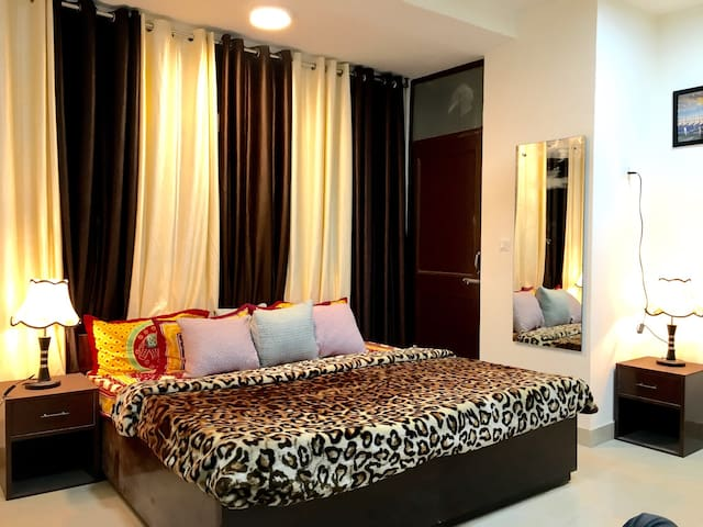 ROOMS LIKE HEAVEN NEAR AIRPORT .. - New Delhi - Apartment