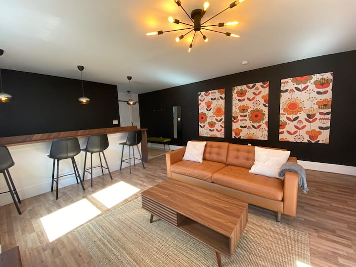 The Greenroom - Smiths Falls Downtown Apartment