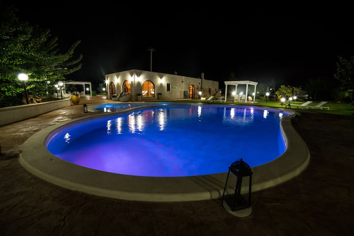 Villa esclusiva:Trullo piscina bar forno in pietra
