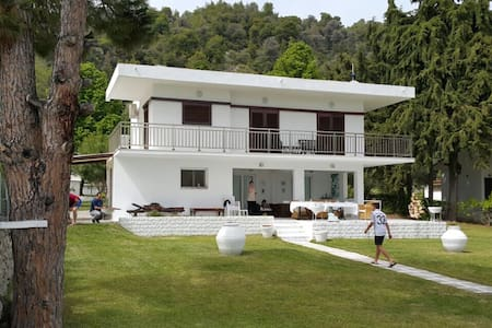 Villa 20mts from the sea!!