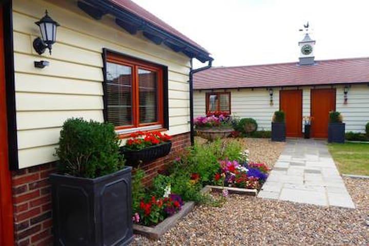 Handywater Cottage Luxury 5 star Lavender Room
