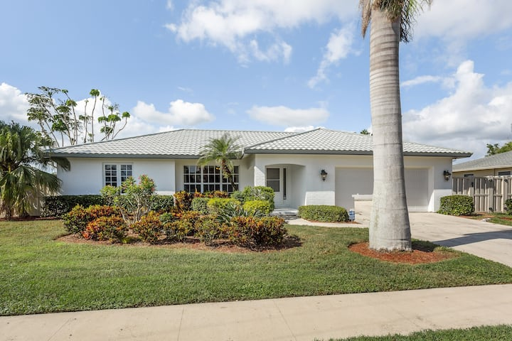 Canalfront home w/ private pool & boat dock - two miles to Tigertail Beach