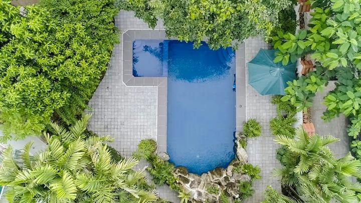 Casa Luisa- Beautiful Pool Resort 20min frm Makati