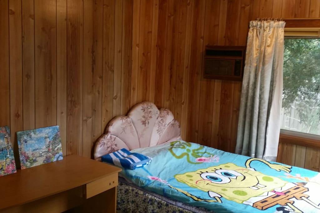 图片:房间放一张床时