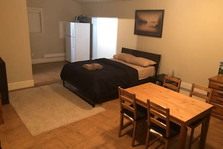 Private Guesthouse w/ 1 Bed 1 Bath in North Delta!