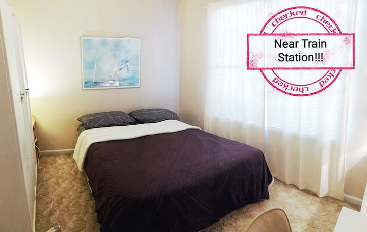 ✨Cosy Room Near Airport! Train Station! Free WiFi✨