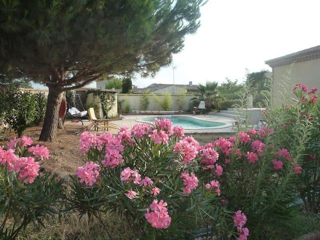 schöne Villa mit Pool für verlängerten Aufenthalt - Montady (Béziers) - วิลล่า