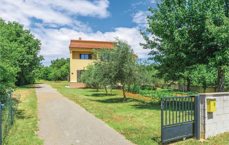 Semi-Detached with 4 bedrooms on 145m² in Barban