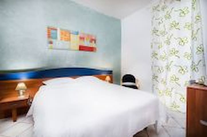 Cute and romantic room near airport with breakfast