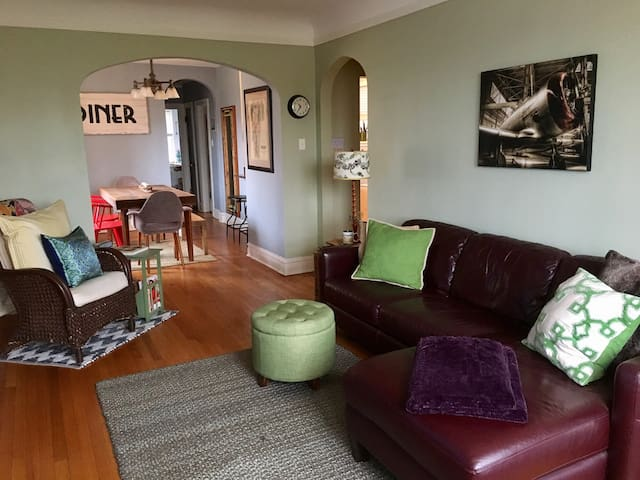 2 BR Traveler's Delight in Oak Park - Oak Park - Byt