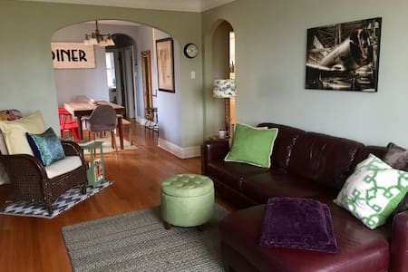 2 BR Traveler's Delight in Oak Park - Oak Park