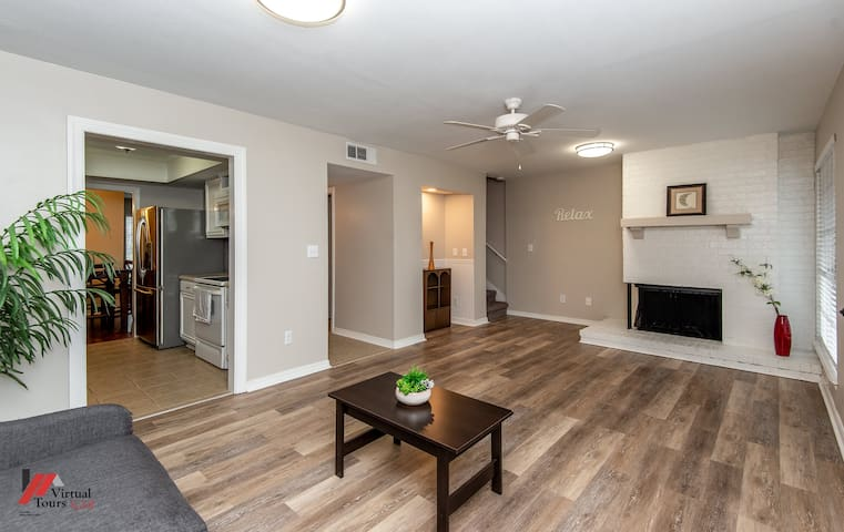 **Newly Remodeled Entire 3 bedroom Townhouse!! **